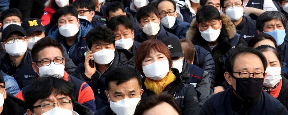 Chinos con máscaras