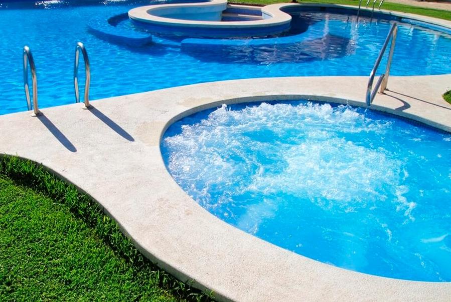 ¿Cómo comprobar el pH del agua de una piscina?