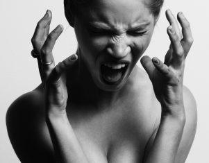 Clínica Trevi explica cómo el mal humor afecta a la piel