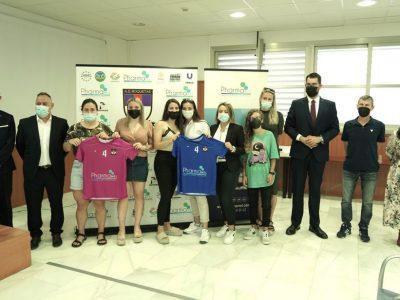 A.D. Roquetas 2018 y Pharmamel presentan su nueva equipación y un acuerdo para promover el deporte femenino