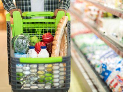 Frutas y verduras vs carnes rojas e hidratos: así es la cesta de la compra de las mujeres y los hombres españoles