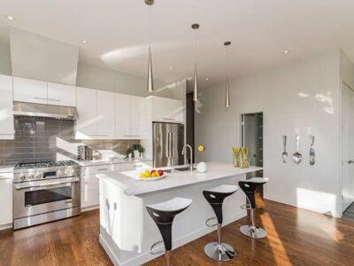 Elementos esenciales de una cocina moderna según micampanaextractora.es