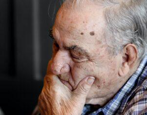 Guía de miResi para tratar a una persona con Alzheimer
